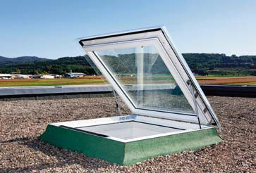 Najnowsze otwierane okno CXP do dachu płaskiego może być jednocześnie szerokim wyłazem