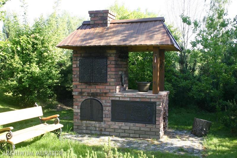 Grill murowany i wędzarnia ogrodowa. Jak zrobić małą wędzarnię