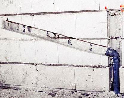 Bruzdy i wnęki w ścianach murowanych
