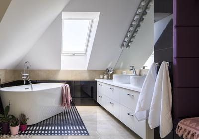Łazienka na poddaszu. Projekty łazienek, praktyczne porady