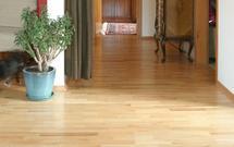 Uszkodzone panele podłogowe: jak je naprawić?