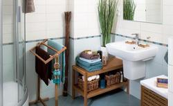 Ciepła, naturalna łazienka w morskich barwach