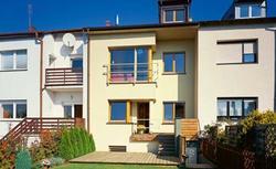 Dom bliźniak lub segment od dewelopera. Jak kupić taki dom?