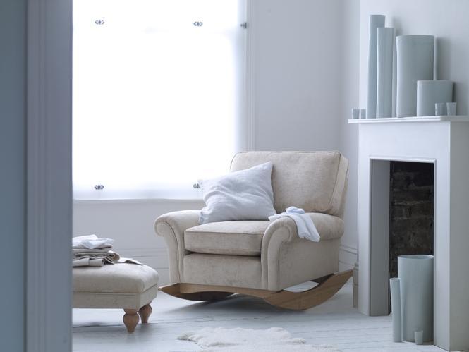 Meble do salonu: fotel bujany jak tradycyjny