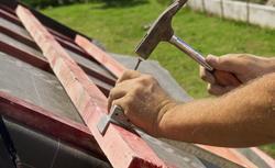 Krycie dachu KROK PO KROKU. Na co zwrócić uwagę podczas montażu dachówki ceramicznej?