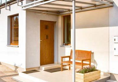 Daszek nad drzwi. Jak zbudować zadaszenie nad drzwiami wejściowymi?