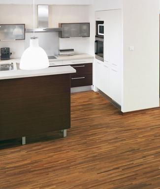 Podłoga lakierowana czy olejowana. Jak zabezpieczyć drewno?