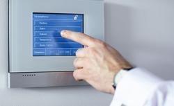 Inteligentny dom. Jak przerobić zwykłą instalację elektryczną na inteligentną?