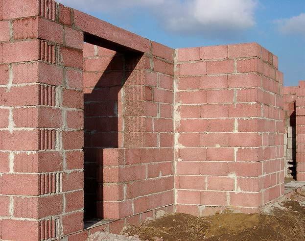 Mur z pustaków keramzytobetonowych