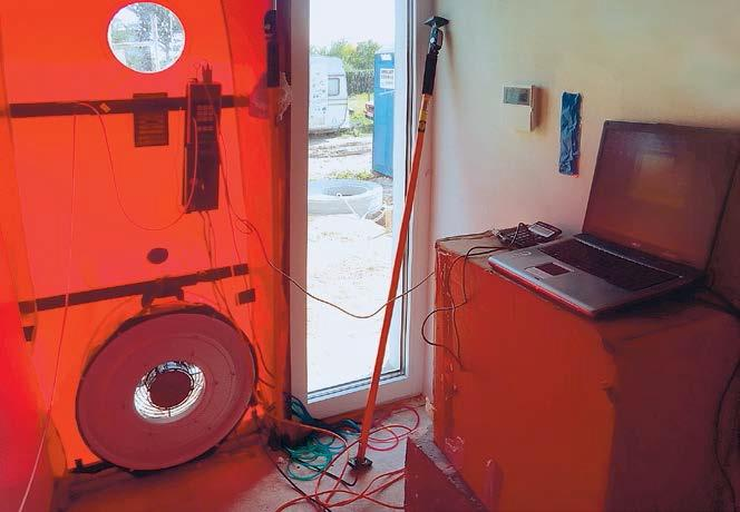 Urządzenie do prowadzenia testu szczelności budynku