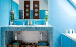 Łazienka marynistyczna, czyli aranżacja łazienki na niebiesko