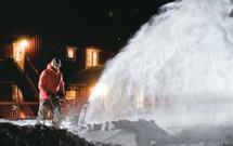 Zimowe porządki w ogrodzie, czyli jak walczyć ze śniegiem. Przegląd sprzętu do odśnieżania