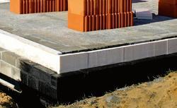 Jaka izolacja fundamentu, aby wody gruntowe nie były problemem?